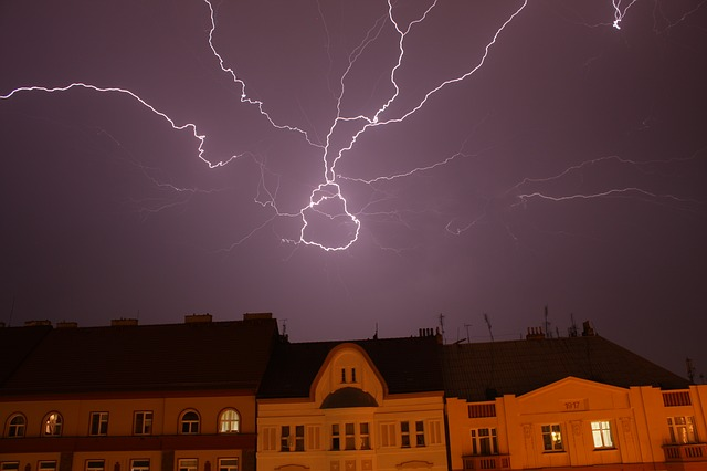 bouřka nad městem