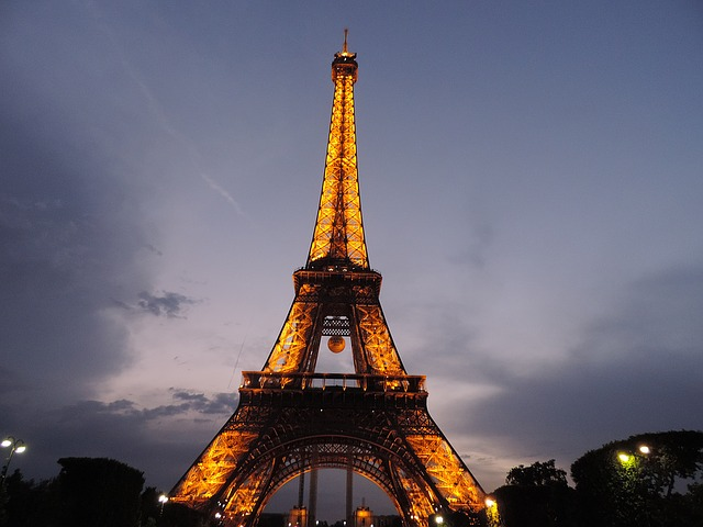 osvětlená Eiffelovka