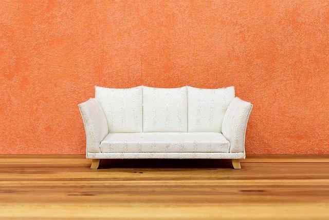 bílé sofa
