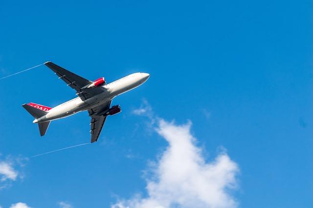 obloha nad letadlem