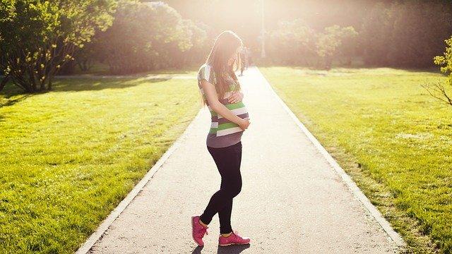 nastávající matka v parku